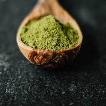 green kratom in spoon