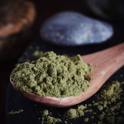 spoonful of kratom powder