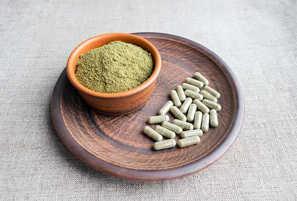 How to Use Kratom Powder and kratom powder and capsules in a bowl